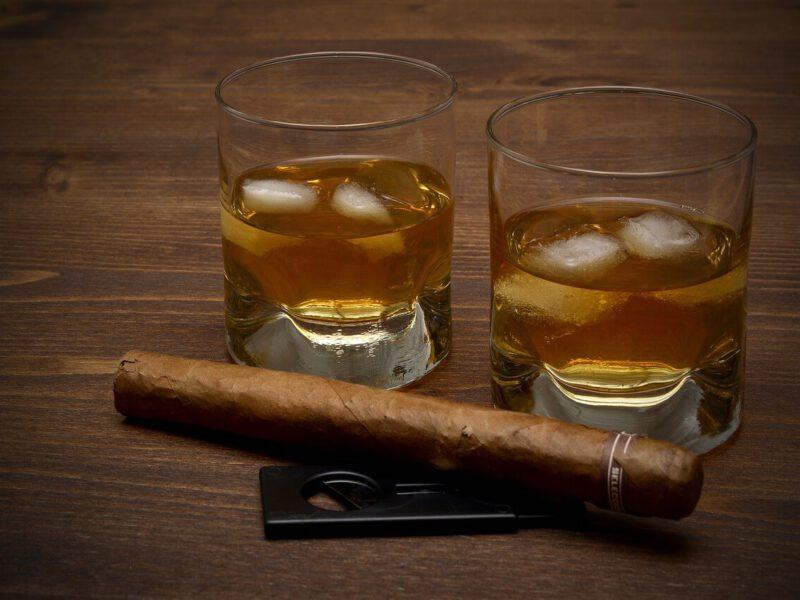 Z czego składa się zestaw do whisky?